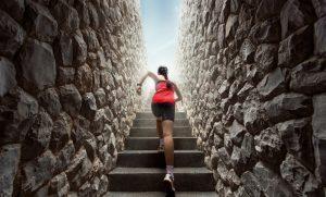階段を登るアスリート